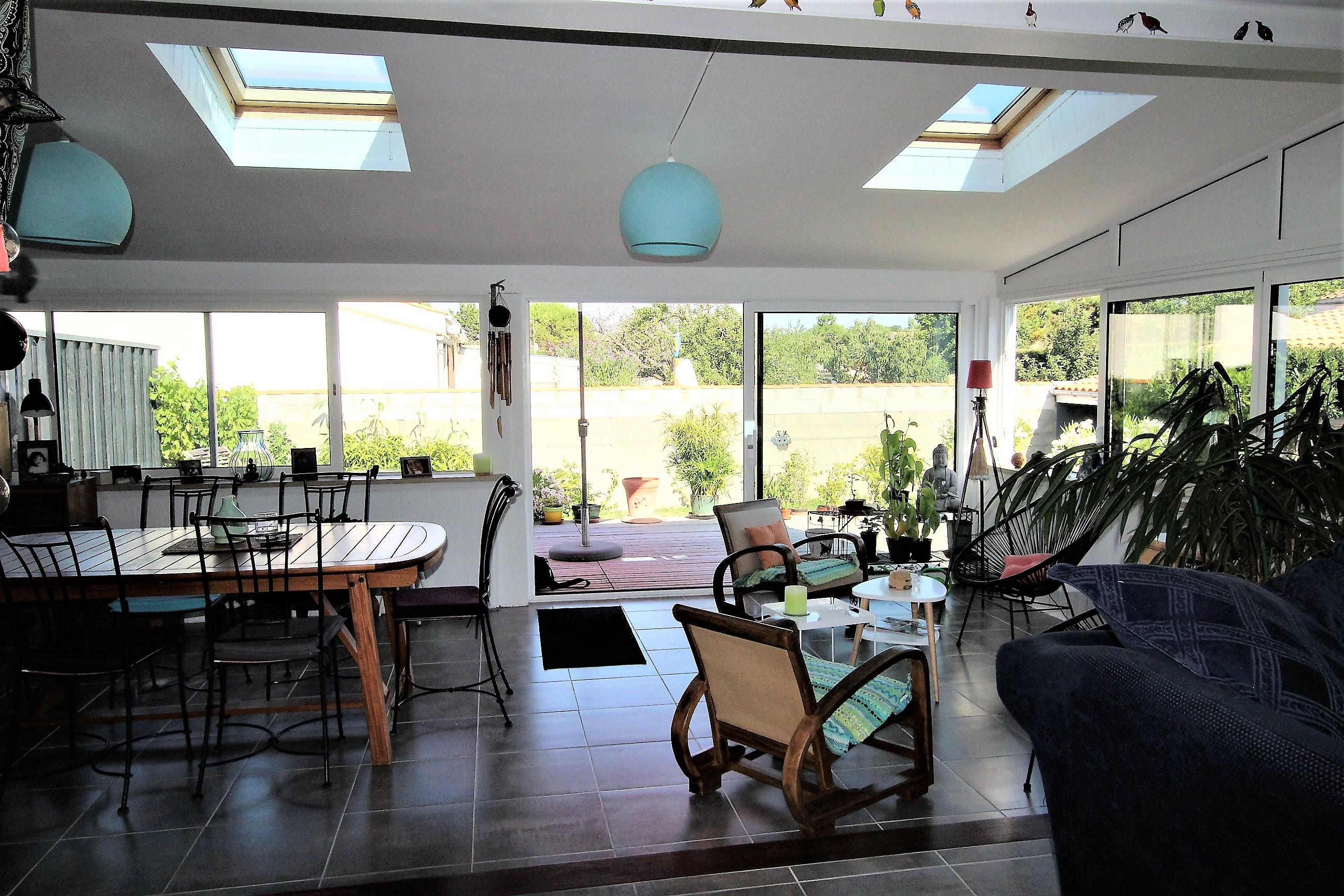 Achat maison agréable maison de m² au centre d angoulins